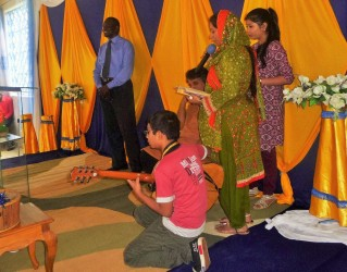 2017-8-17_PST ROBERT ENJOYING THE SONG WITH PAKISTANI FAMILY NOW CONVERTED CHRISTIAN