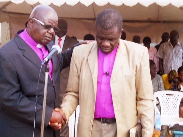 2018-6-19_1_BROTHER BUSHEBI PRAYING AND WELCOMING BROTHER DOUGLAS TO PREACH THE GOSPEL AT JOSEPHINE'S FUNERAL