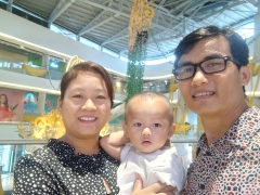 with-wife-and-son.jpg