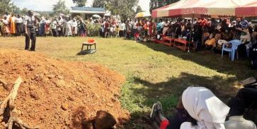 PST ROBERT PREACHING AT BUSIRAKA FUNERAL